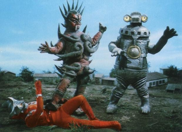 File:Ashuran with Ultraman Leo.png