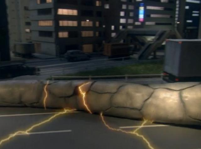 File:Eleking (Ultraman Max) Electricity Absorbtion.png