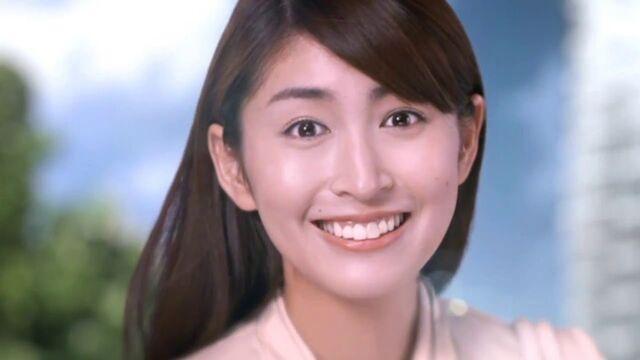 File:Hitomi smiles beautiful.jpg