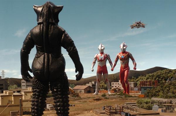 File:Mefilas faces Ultraman, Mebius, and GUYS.png