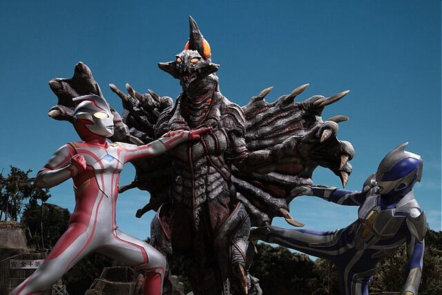 File:Mebius & Hikari vs Bogar.jpg