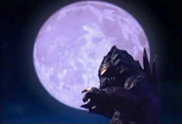 File:Mozui under the moon.jpg
