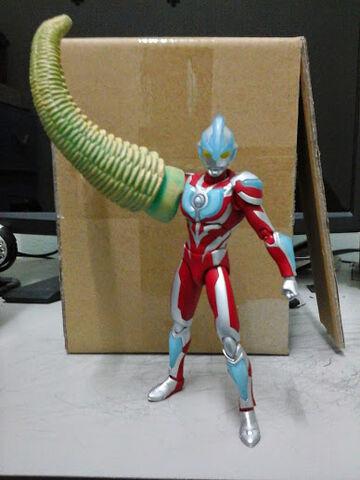 File:Ultra-Act Ultraman Ginga use Red King Tail.jpg