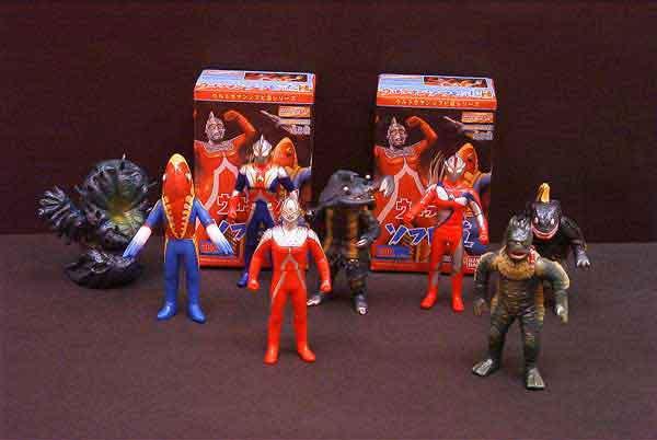 File:Ultraman-Sofubi-Dou-part-2.jpg