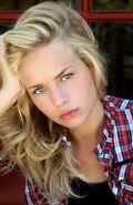 Britt Robertson (10)