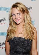 Britt Robertson (20)