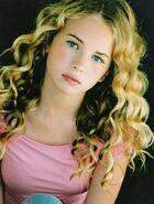 Britt Robertson (22)