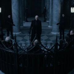 Thomas addressing the Council in <i>Underworld: Blood Wars</i>