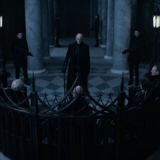 Thomas addressing the Council in <i>Underworld: Blood Wars</i>
