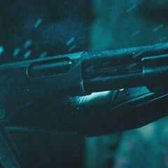Selene uses a shotgun to fight Marcus.