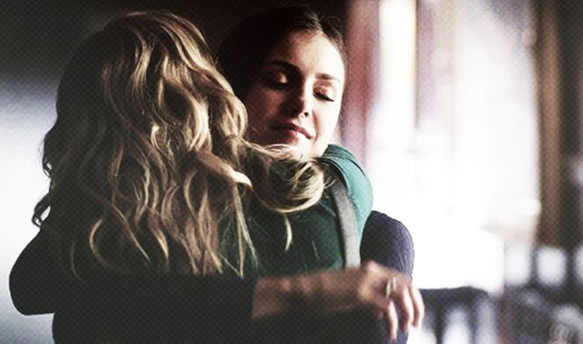 File:Caroline and Elena 4x8.jpg