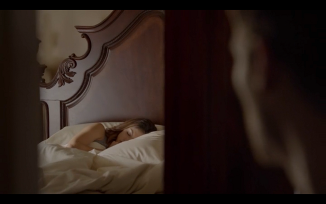 File:1x02-Klaus watches Hayley sleep.png