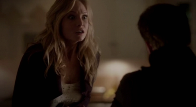 File:Klaus stabs Caroline 4x13.png