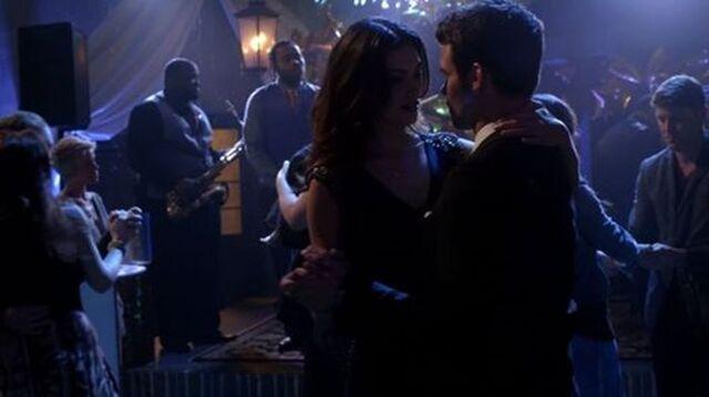 File:Hayley and Elijah 1x17.jpg