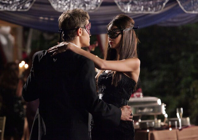 File:Vampire-diaries-season-2-masquerade (23).jpg