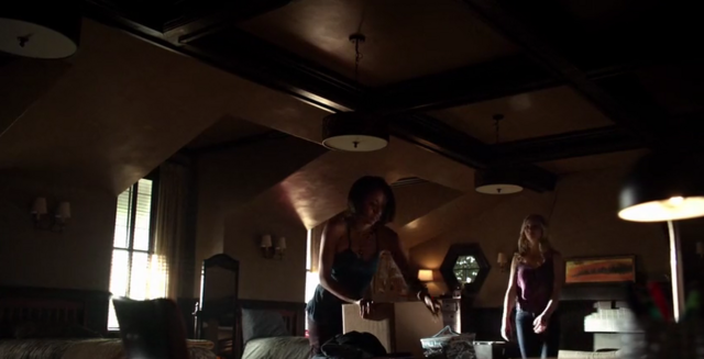 File:Bonnie and Caroline 5x21.png