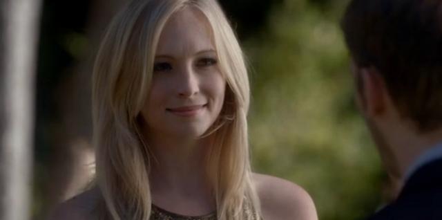 File:Caroline smiling to Klaus 4x7.png