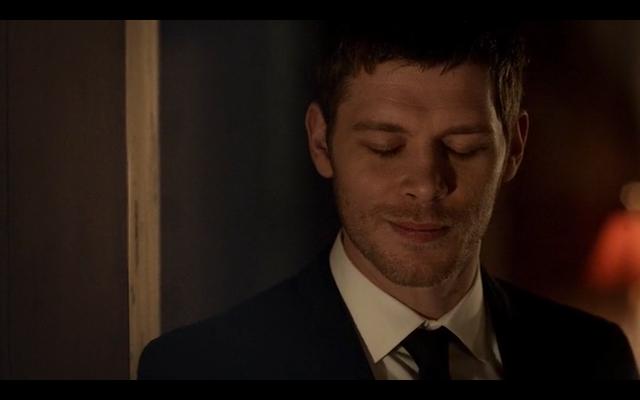 File:1x20-Klaus smiles.png