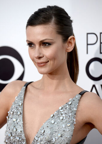 File:Olga+Fonda+Arrivals+People+Choice+Awards+Part+QJjkk2PHA6Ql.jpg