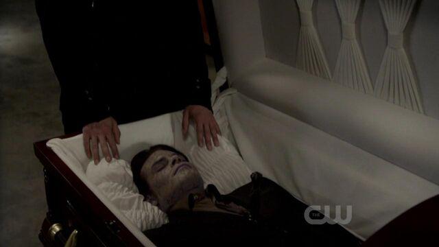 File:Elijah-in-2x22-As-I-lay-dying-elijah-21990705-1280-720.jpg