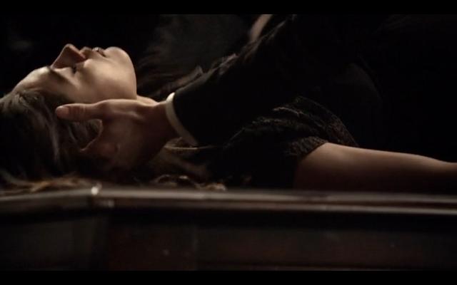File:1x20-Klaus cradling Hayley's head.png