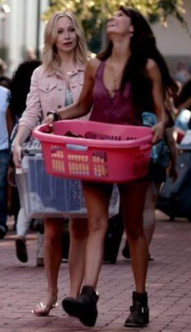 File:Caroline and Elena 5x1..jpg