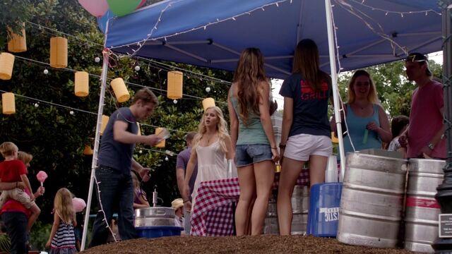 File:The Vampire Diaries S05E01 Matt Rebekah.jpg