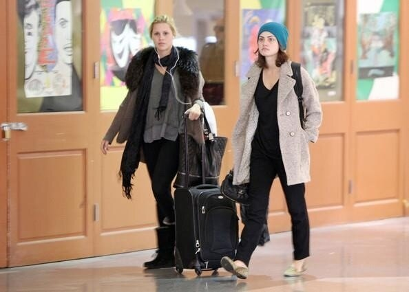 File:Phoebe and Claire arrive to New Orleans.JPG