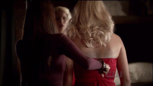 File:Elena stabs rebekah.jpg