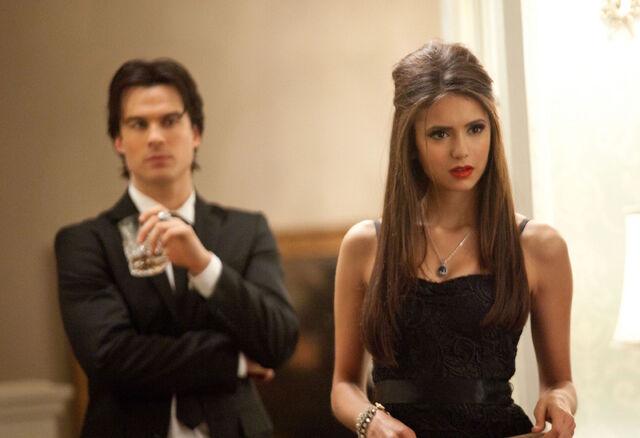File:Vampire-diaries-season-2-masquerade (34).jpg
