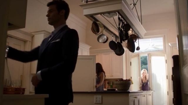 File:Elijah- Hayley-Rebekah 1x6.png