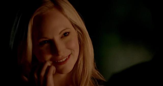 File:Caroline smiling 5x20.png