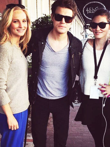 File:Phoebe-Tonkin-Nina-Dobrev-Paul-Wesley-Candice-Candice-Accola-in-Savannah-Georgia-the-vampire-diaries-35939771-442-588.jpg