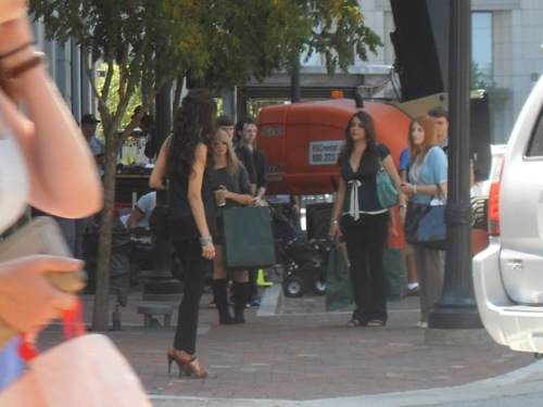 File:3-04-behind-the-scene-the-vampire-diaries-24820001-500-375.jpg