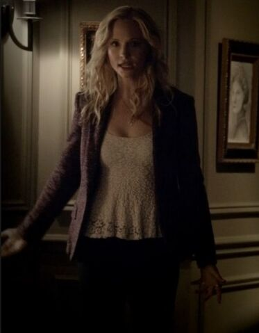 File:4x19 Caroline Pictures of You...jpg