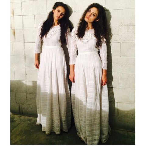 File:The Originals - Hayley and Tatia.jpg