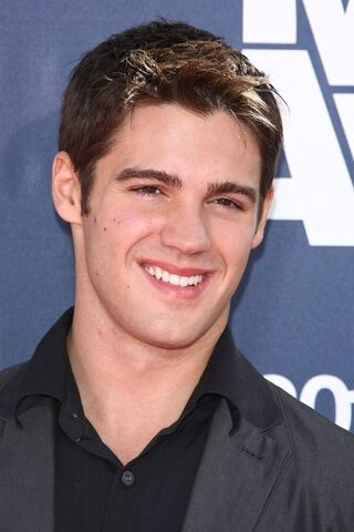 File:Steven-r-mcqueen-2011-mtv-movie-awards-01.jpg