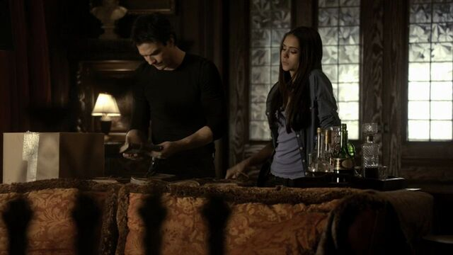 File:216VampireDiaries0410.jpg