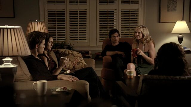 File:TVD1x03-Gilbert House 28.jpg