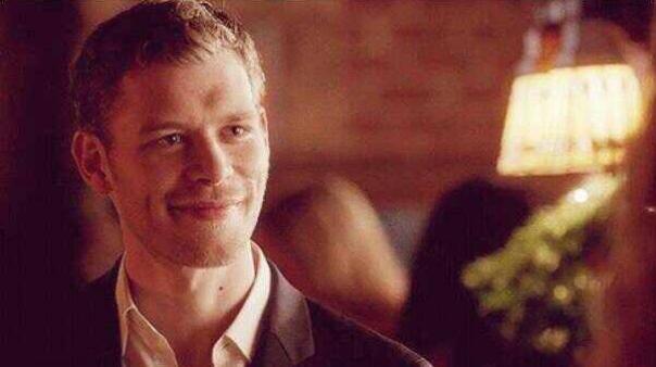 File:Klaus smiling to Caroline 4x9.png
