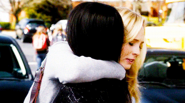 File:Caroline and Bonnie 1x19...png