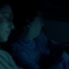 Stefan rettet Elena (in einem Flashback)