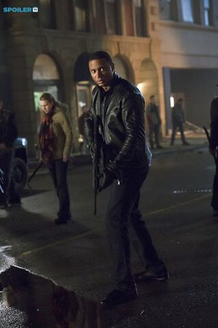 File:Arrow - Episode 3 12 - Uprising - Promotional Photos(d).jpg