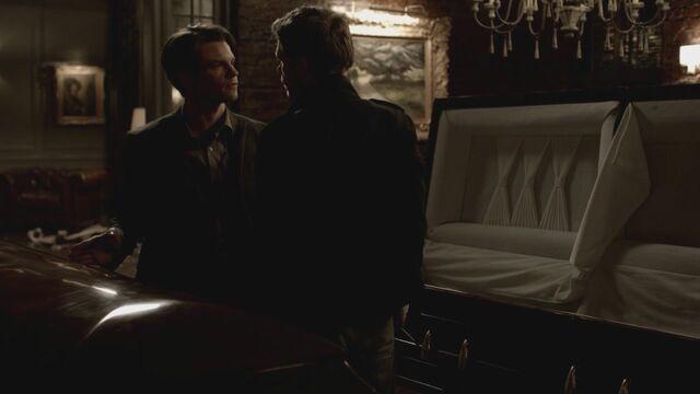 File:The-Vampire-Diaries-3x13-Bringing-Out-the-Dead-HD-Screencaps-elijah-28811471-1280-720.jpg
