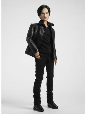 File:Damon-salvatore-tonner-doll.jpg