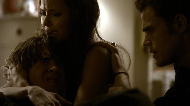 File:The Vampire Diaries S02E01 2879.jpg