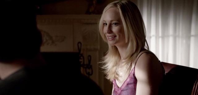File:Caroline talking with Tyler 5x14.png