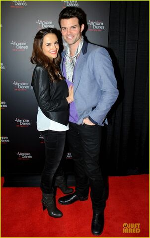 File:Ian-somerhalder-nina-dobrev-vampire-diaries-100th-episode-celebration-05.jpg
