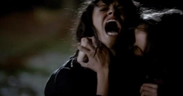 File:Elena atacks Bonnie 4x19.png