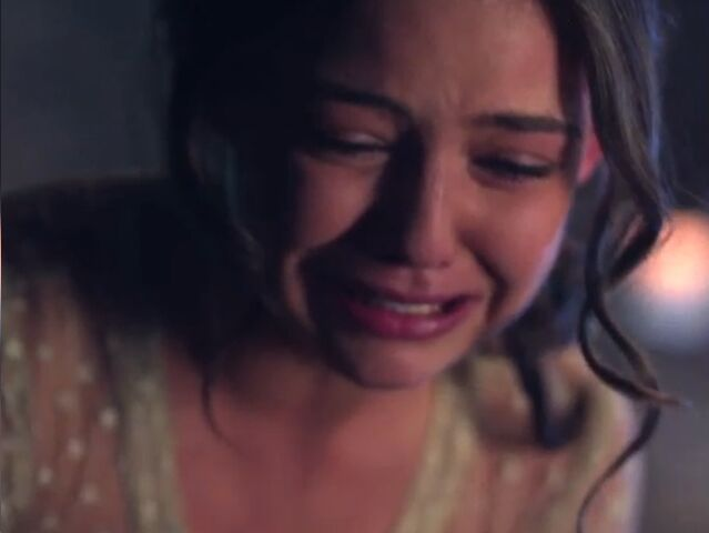 File:Davina-claire-crying.jpg